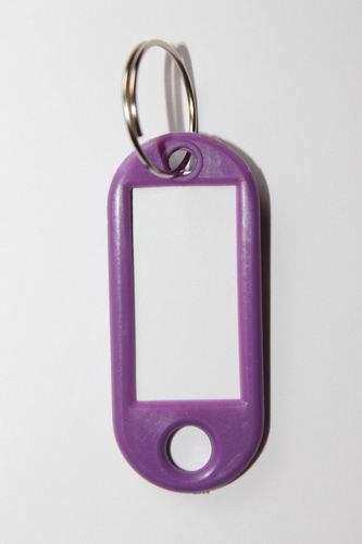 24. Breloc cu etichetă - violet